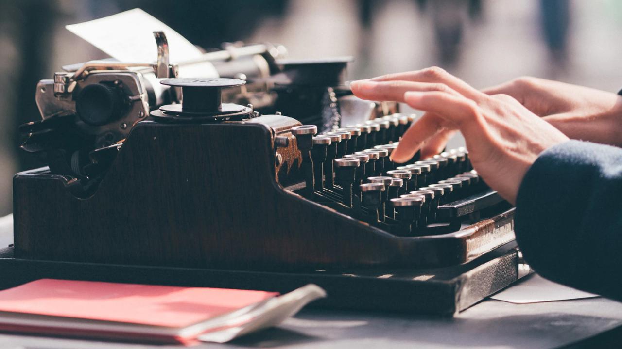 Máquina de escrever - a vida ao escrever um livro